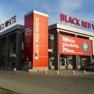 Największą sprzedaż notuje w Polsce niewielka grupa dużych przedsiębiorstw. Fot. Black Red White