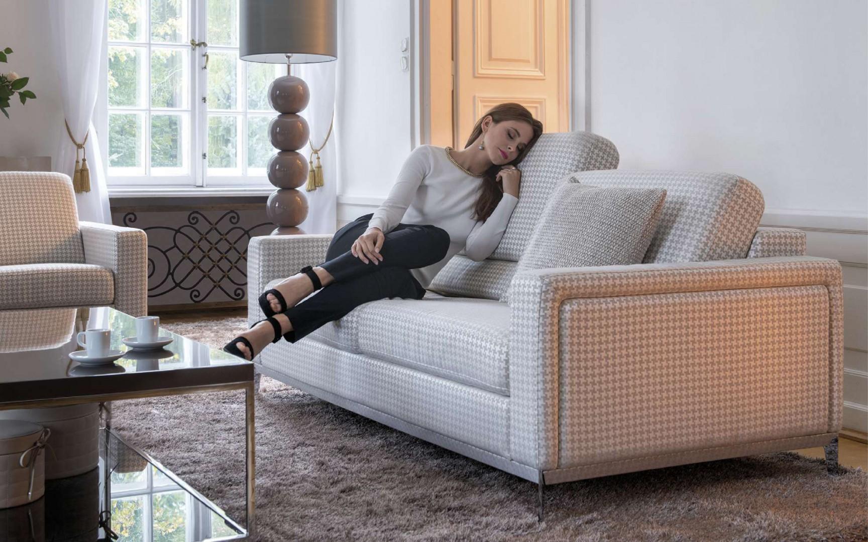Zestaw Can Can  tworzą fotel, kanapy 2 i 3 osobowa i podnóżek. Fot. Kler