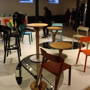 Wystawa krzeseł marki Ton. Fot. Piotr Sawczuk