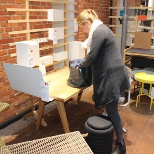 Przy samym wejściu głównego centrum festiwalowego znalazła się wystawa VOX - Human Touch Group: design, biznes, innowacja, edukacja, restauracja. Fot. Piotr Sawczuk