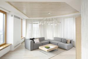 Salon w bieli. Zobacz najpiękniejsze projekty