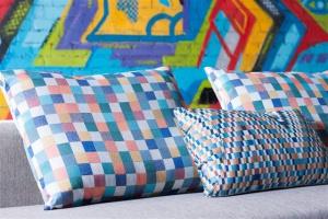 Kolor, dotyk i głębia – najmodniejsze tkaniny meblowe