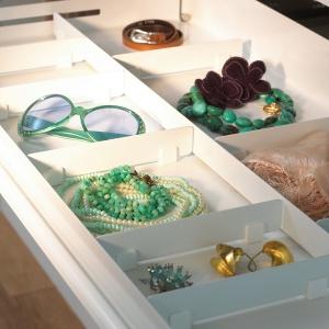 Specjalne organizery dostowowane do rodzaju posiadanych rzeczy pomogą zaprowadzić porządek nie tylko w szafie, ale również w domu. Fot. Peka