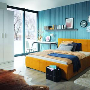 Łóżko tapicerowane Carlet dostępne jest w wielu kolorach tkaniny obiciowej. Fot. Black Red White