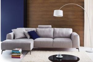5 pomysłów na szarą sofę