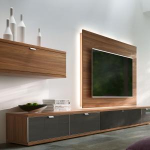 Kolekcja Tameta - wisząca szafka i panel rtv plus szafka stojąca. Fot. Huelsta