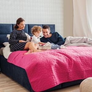 Łóżko tapicerowane Tulip firmy Hilding Polska zapewni wygodę dzięki temu, że ma wysoki, miękki zagłówek. Fot. Hilding Polska