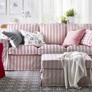 Sofa Ektorp zapewni pełen komfort i wypoczynek. Miękkie siedzisko raz głębokie oparcia to wyróżniki tej propozycji. Fot. IKEA