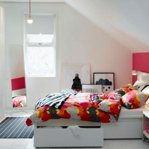 Łóżko Malm posiada wygodną szufladę w której możemy przechowywać dodatkowy komplet pościeli czy sezonowe ubrania. Fot. IKEA