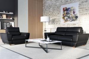 Czarna sofa - zobacz, jak prezentuje się w salonie!