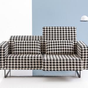 """Sofa """"Deep space"""" firmy Brühl – delikatne płozy sprawiają, że mebel zdaje się unosić nad ziemią. Fot. Brühl"""