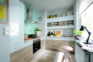 Meble w kuchni. 12 kolekcji z frontami ze szkła