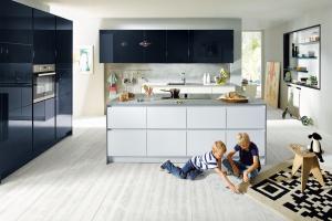 Niebieski w kuchni. Zobacz 20 pięknych zdjęć