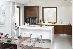 Meble w kuchni. 15 propozycji z drewnem