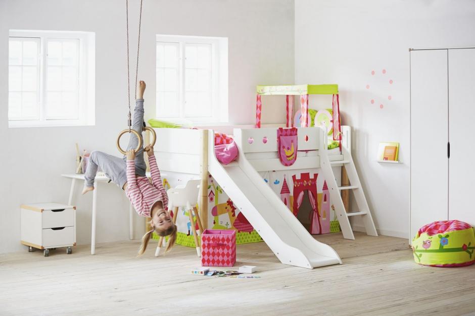 Łóżko ze zjeżdżalnią To mebel dla aktywnych dzieci, które potrzebują wielu bodźców do zabawy. Fot. Flexa