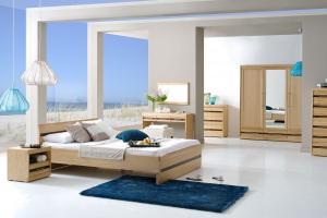 Meble w sypialni. Kolekcje z jasnego drewna