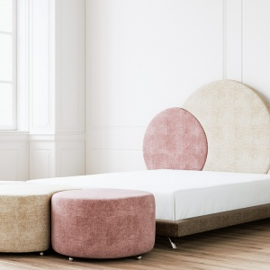 Łóżko #Missyou z zagłówkiem w różowe koła. Fot. Ammadora