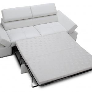 Sofa z funkcją spania - z zestawu Lorenzo. Fot. Caya Design