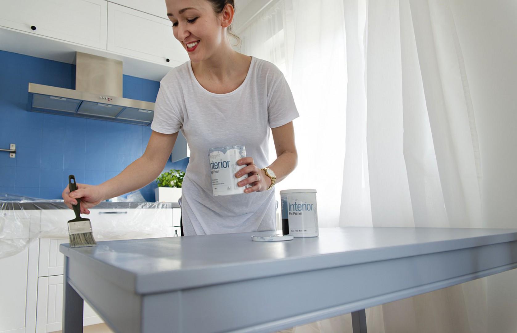 Dzięki specjalistycznym farbom, odrestaurowanie mebli jest znacznie prostrze. Fot. Flügger