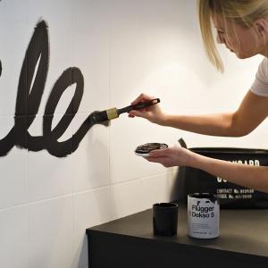 Flügger Dekso 5 - farba do ścian, która zapewnia zarówno piękny matowy wygląd, jak i wyjątkowo mocną powłokę. Nawet miejscowe czyszczenie zabrudzeń nie pozostawia śladów. Fot. Flügger
