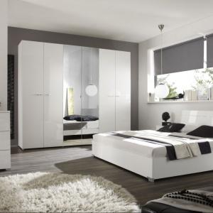 Połączenie bieli z czernią to najmodniejsza kompozycja dla każdej nowoczesnej sypialni. Zestaw mebli sypialnianych Siena Stolwit kryje w sobie prostotę i minimalizm, ozdobione niepowtarzalnym ornamentem. Fot. MC Akcent