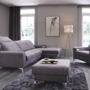 Prosta, nowoczesna forma, komfortowe funkcje dodatkowe - zestaw wypoczynkowy Diverso będzie doskonałym dopełnieniem salonu. Fot. Unimebel