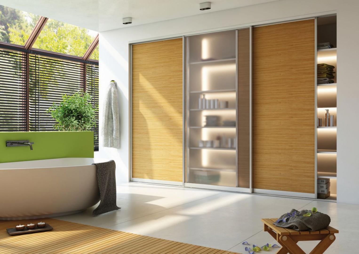 Systemy drzwi przesuwnych mogą być bez większych problemów wykorzystywane także w łazienkach, zarówno o niewielkich powierzchniach, jak i w pokojach kąpielowych. Fot. Sevroll-System