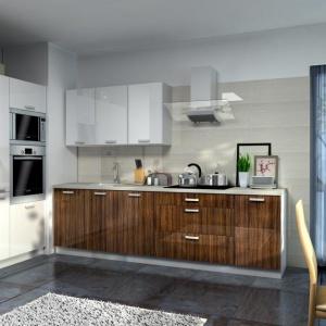 Kuchnie Simply składają się z gotowych szafek. Do wyboru jest ok. 70 brył oraz duża ilość blatów docinanych na wymiar. Fot. Rawa Meble