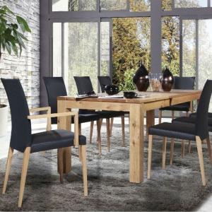 Stół T7 wykonany z litego drewna, olejowany. Fot. Klose