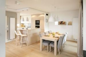 Meble do jadalni - wybierz tapicerowane krzesła!