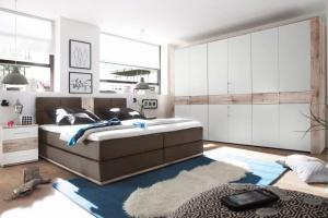 Meble w sypialni. 12 kolekcji z dekorem drewna