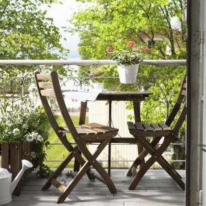 Drewniane meble ogrodowe niezmiennie od wielu lat cieszą się dużą popularnością. Fot. IKEA