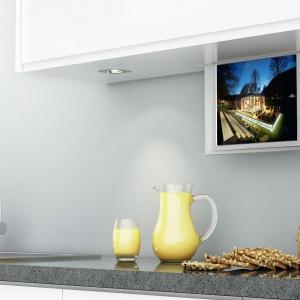 Dzięki specjalnym windom odbiornik telewizora możemy ukryć w szafce lub blacie. Fot. Häfele