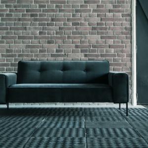 Taką sofę można postawić chociażby w eleganckim przedpokoju. Fot. Sits