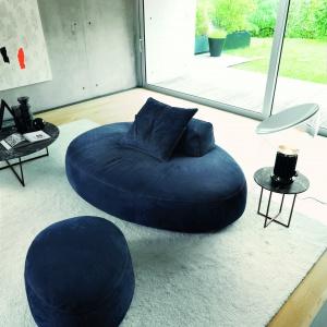 Niewielka sofa czy obszerny puf? Fot. Desiree