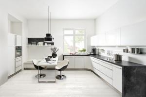 20 białych kuchni. Piękne gotowe projekty