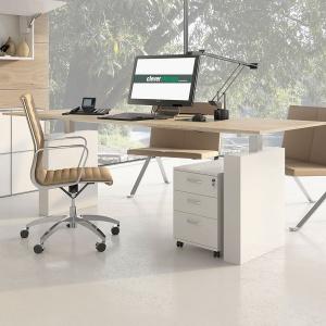 Wygodne biurko i fotel to podstawa komfortowej pracy. Warto o nią zadbać, nawet, jeśli nasze biuro mieści się w domu. Fot. Peka