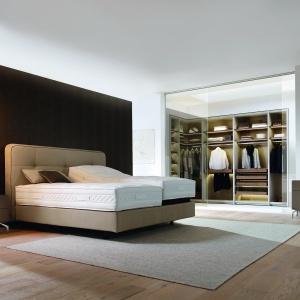 Duża sypialnia to pole do popisu dla projektanta. Fot. Huelsta
