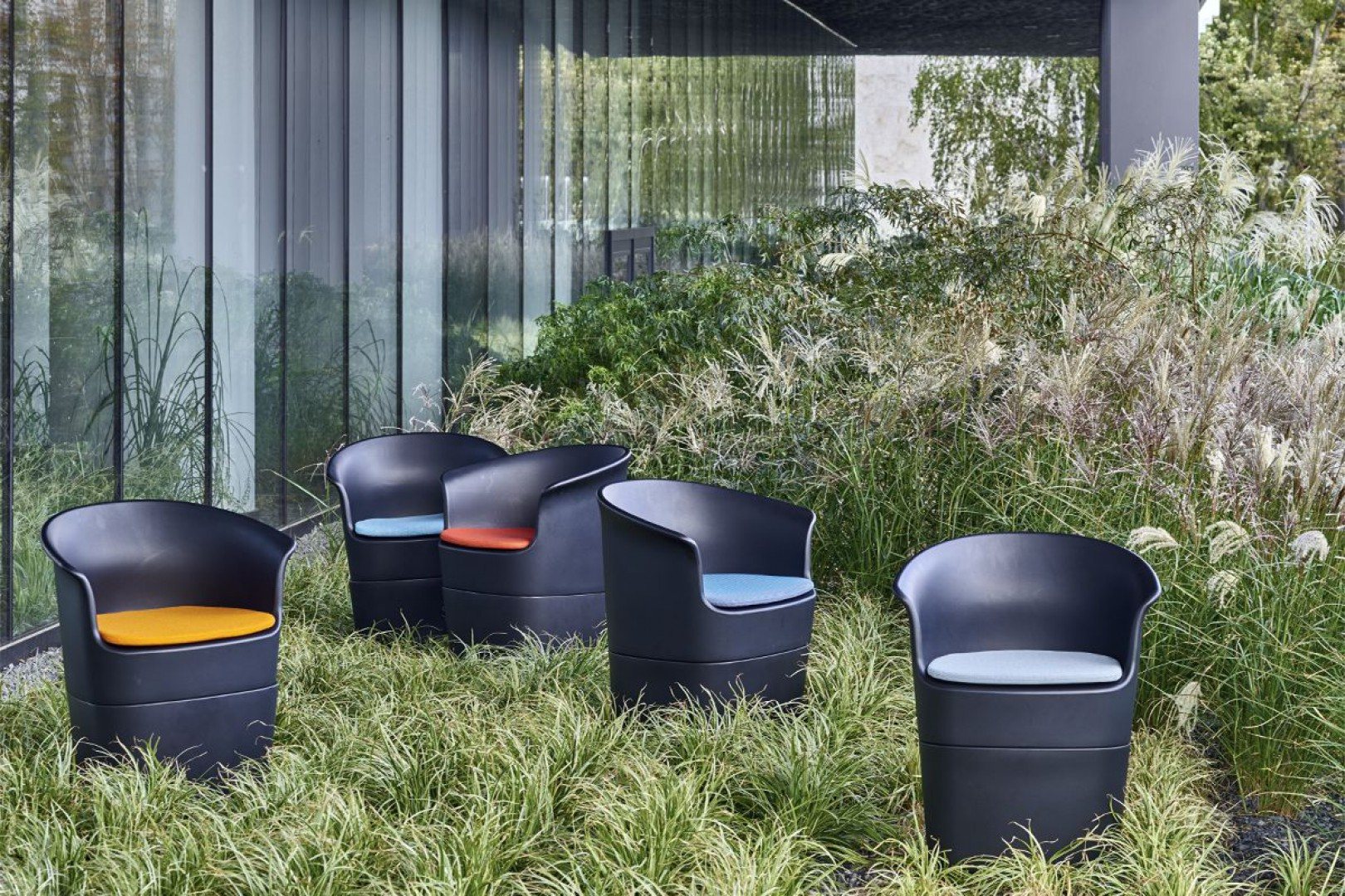 Fotele z kolekcji Tulli firmy Noti. Projekt: Tomek Rygalik. Fot. Noti