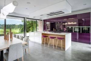5 pomysłów na kuchnię w fioletowym kolorze