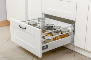 Nowoczesna szuflada - jak uczynić kuchnię bardziej funkcjonalną?
