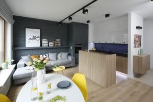 Kuchnia otwarta na salon. Sposoby na podzielenie przestrzeni