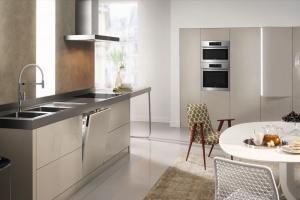 Meble kuchenne z marmurem. Porada architekta