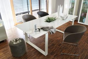 Stół dla rodziny - meblowe trendy z zagranicy