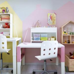 Biurko i półki jako nadstawki pomogą utrzymać porządek w rzeczach do nauki. Fot. IKEA