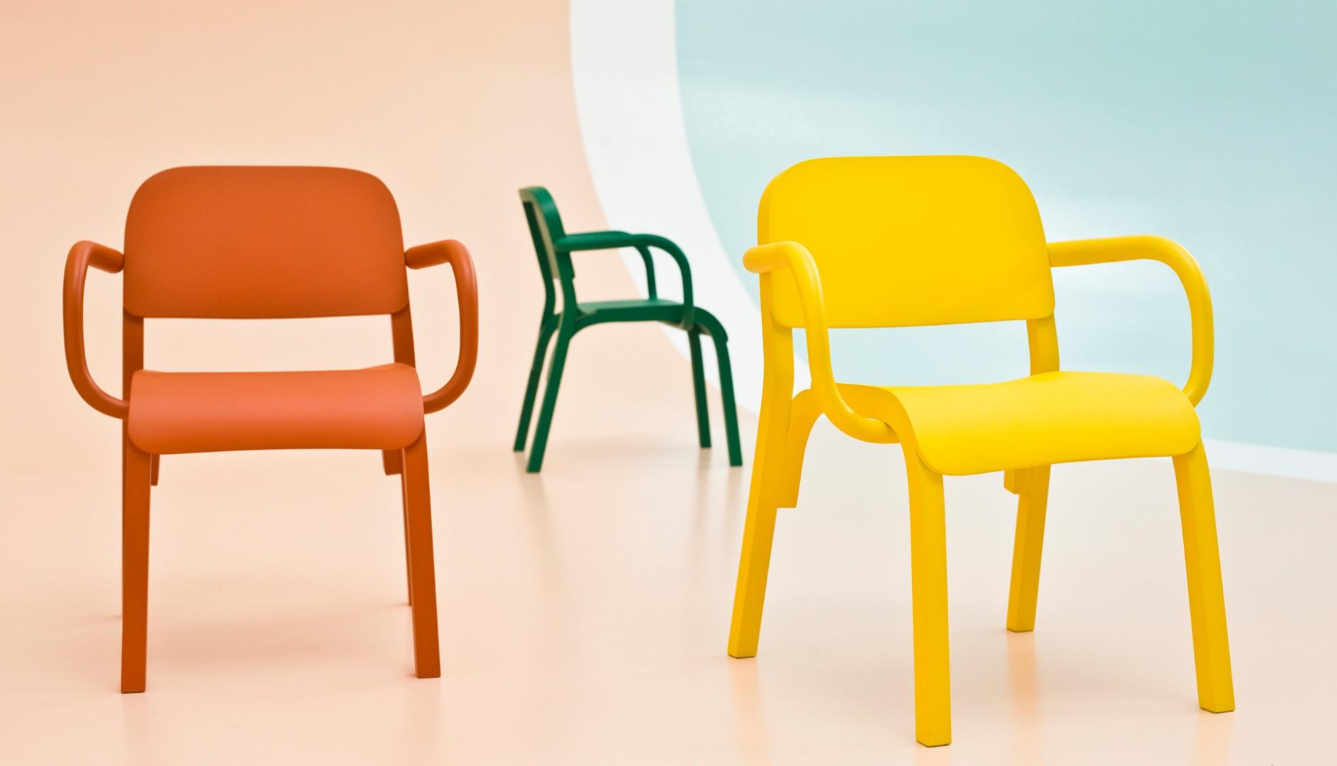 """Krzesła z serii """"Dumbo"""" zaprojektowane dla włoskiej firmy Moroso (2013). Fot. Alessandro Paderni/Moroso"""