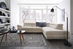 Jasna sofa w tkaninach łatwych do czyszczenia