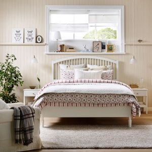 Łóżko z serii Tyssedal świetnie pasuje do wnętrz w stylu skandynawskim. Fot. IKEA