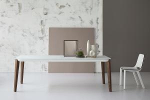 15 designerskich stołów do nowoczesnych wnętrz