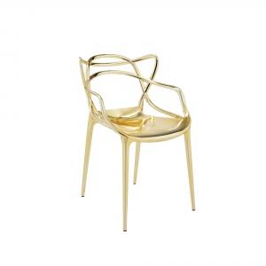 Krzesło Masters w kolorze złotym. Fot. Kartell